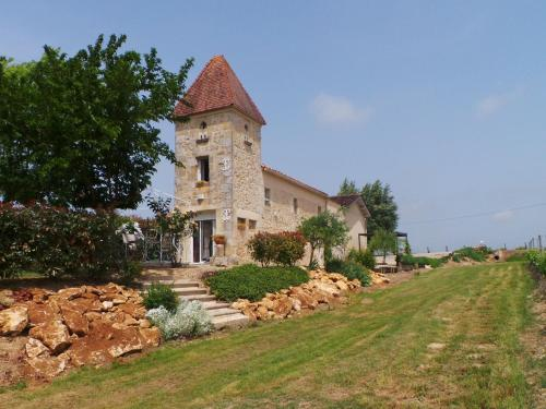 Le Pigeonnier De Pezelin : Guest accommodation near Saint-Michel-de-Rieufret