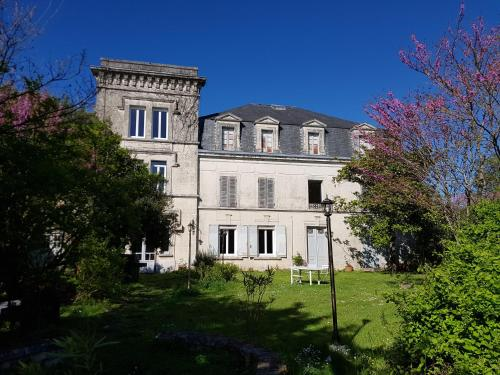 Château de Champblanc : Guest accommodation near Le Seure