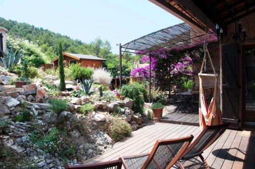Le Mas du Pic des Fées : Guest accommodation near Carqueiranne