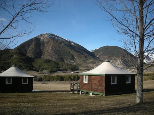 Camping du Villard : Guest accommodation near Allons