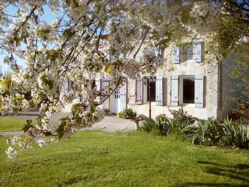 Maison Lavande : Bed and Breakfast near Puyrolland