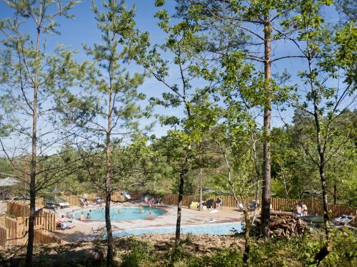 Village Huttopia Lanmary : Guest accommodation near Ligueux
