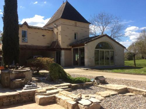 Gîte Le Bois de Montpouillan : Guest accommodation near Masseilles