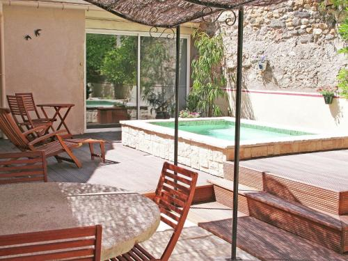 Cazouls : Guest accommodation near Plaissan