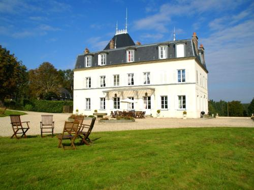 Château Et Gîtes Saint Gervais : Guest accommodation near Saint-Julien-de-Mailloc