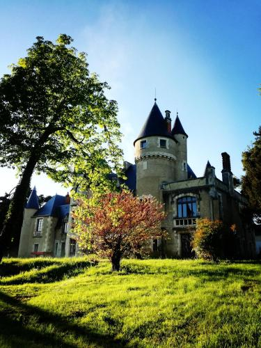 Chateau St.Gaultier : Bed and Breakfast near Luant