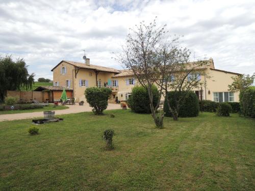 Apartment Le Gîte Des Blancs 1 : Guest accommodation near Mâcon