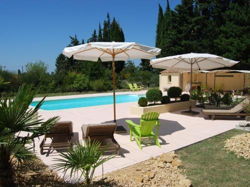 Amandier : Guest accommodation near Saint-Pantaléon-les-Vignes