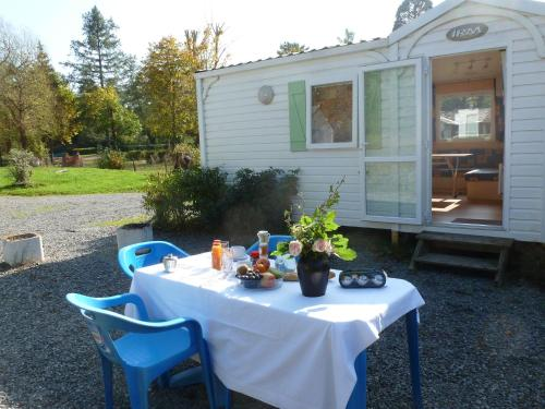 Holiday home Camping Des Bains 2 : Guest accommodation near Verneuil