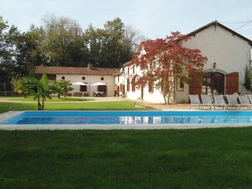 Entre Le Gers Et Les Pyrénées Xii : Guest accommodation near Buzon
