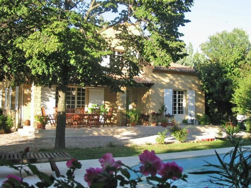 Entre Uzès Arles Et Avignon : Guest accommodation near Saze