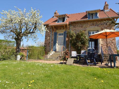 Gîte St Honoré Les Bains : Guest accommodation near Tintury