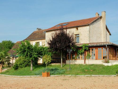 Holiday home L Orangerie 2 : Guest accommodation near Saint-Germain-des-Prés