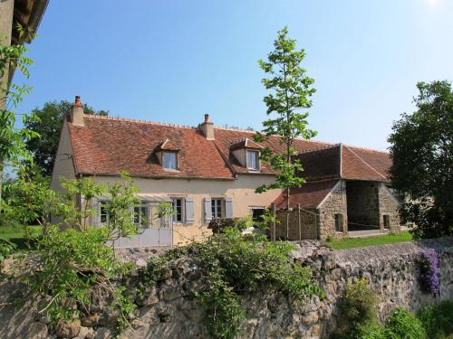 Au Bord De L Etang : Guest accommodation near Reigny