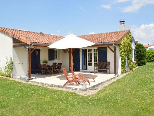 Le Chat De Golf : Guest accommodation near Saint-Martin-de-Saint-Maixent