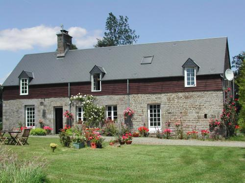 L'Auvraire B&B : Bed and Breakfast near Saint-Pois