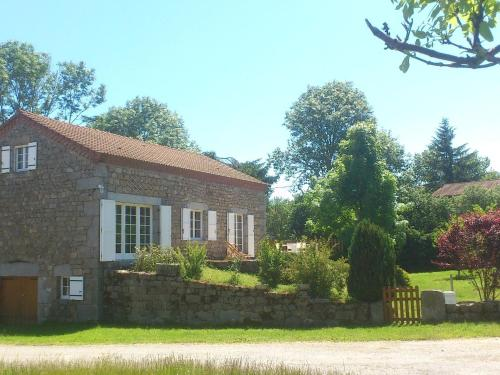 Entre Rivière Et Forêt En Auvergne : Guest accommodation near Sainte-Eulalie