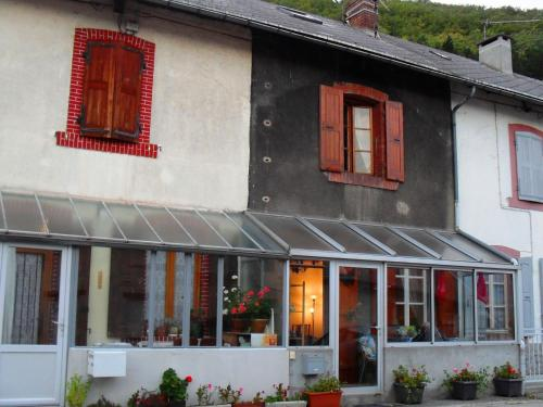 Le Crey : Guest accommodation near Mayres-Savel