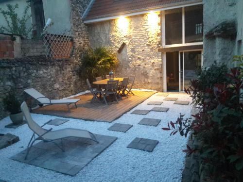 Au Coin du Feu : Guest accommodation near Troissy