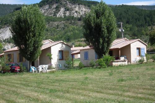 Camping des Gorges de La Méouge : Guest accommodation near Antonaves