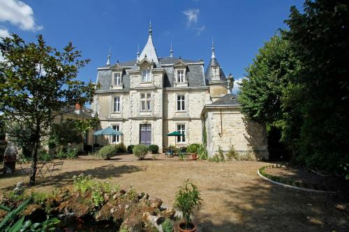 Château D'Og : Bed and Breakfast near Saint-Martin-de-Bernegoue