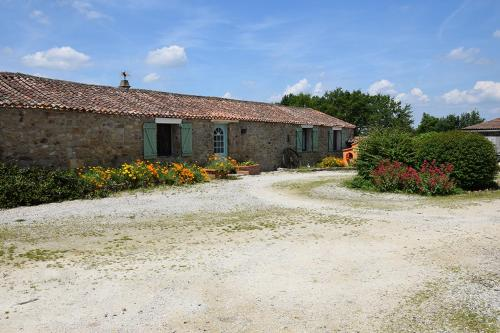 La Pomerie : Guest accommodation near Saint-Germain-de-Longue-Chaume