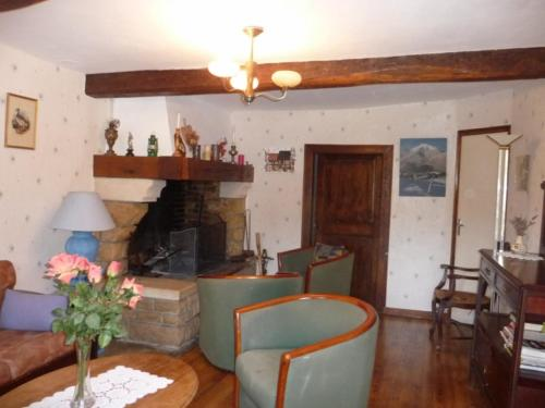 La peyrolyse : Guest accommodation near Bezins-Garraux