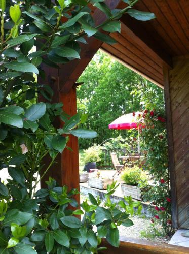 La petite maison dans la prairie : Guest accommodation near Paunat