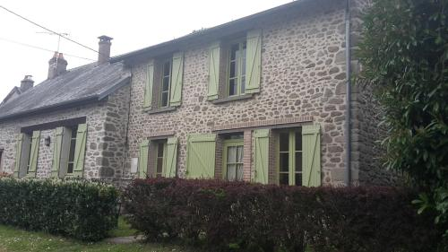 Chez Claire : Bed and Breakfast near Saint-Dizier-Leyrenne