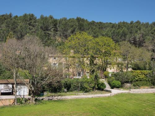 A La Maison - Maison d'hôtes : Bed and Breakfast near Saint-Marc-Jaumegarde