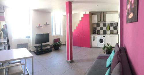 Appartement Design Friche, Gare St Charles&Vieux-port : Apartment near Marseille 15e Arrondissement