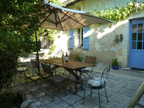 La Fermette de Vignas : Bed and Breakfast near Saint-André-de-Double