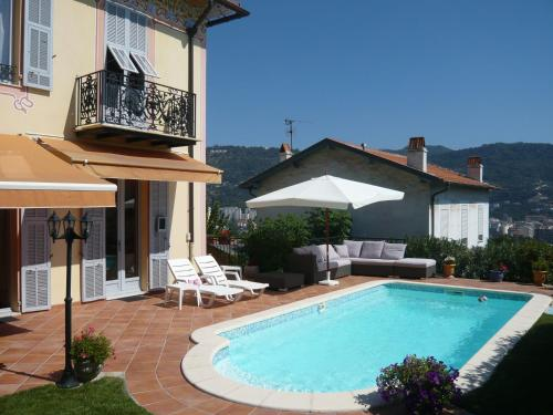 B&B Les Pervenches : Bed and Breakfast near Falicon