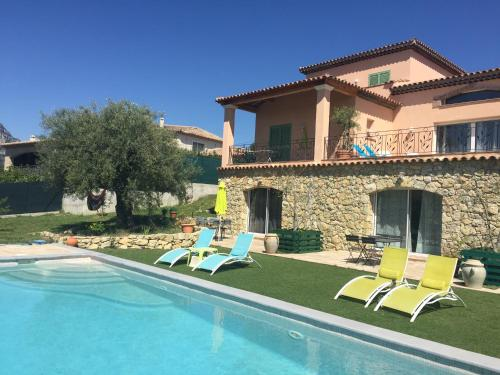 A l'Ombre des Oliviers : Guest accommodation near La Gaude
