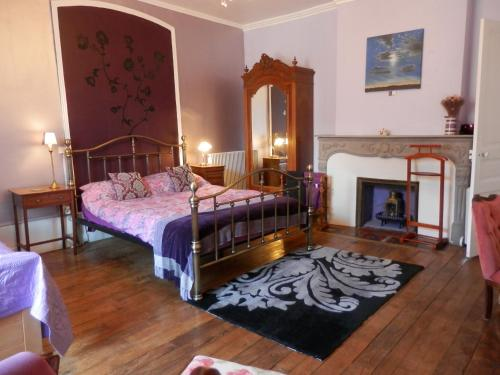 3 Place des Arbres, Chambres D'Hôtes, Felletin : Bed and Breakfast near Beissat