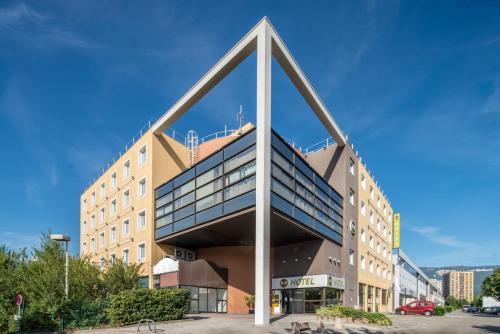 B&B Hôtel Grenoble Centre Verlaine : Hotel near Notre-Dame-de-Mésage
