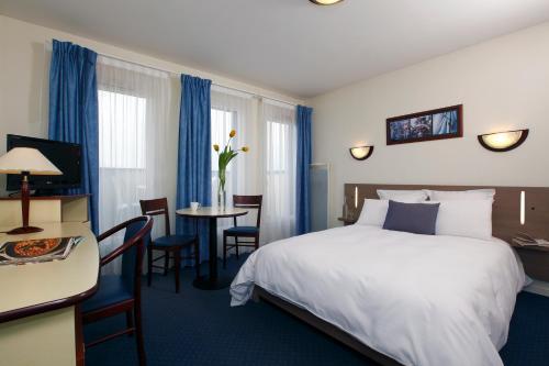 Appart' City Caen : Guest accommodation near Mathieu