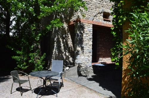 Gite Madres : Guest accommodation near Campôme