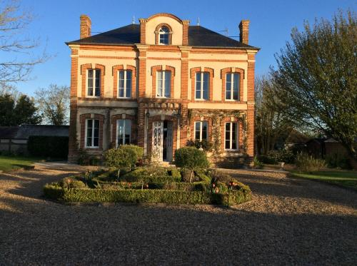 Chambres d'hôtes Le Presbytère : Bed and Breakfast near Ouézy