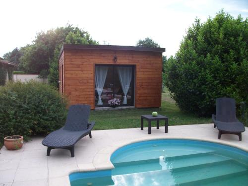 Between 24/33 : Guest accommodation near Les Églisottes-et-Chalaures