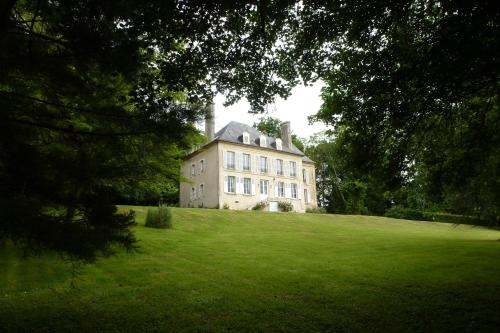 Le Bas Manoir : Guest accommodation near Saint-Martin-de-Fontenay