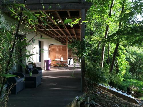 Home 33 : Guest accommodation near Milon-la-Chapelle