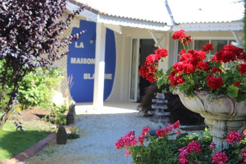 Maison Blanche : Guest accommodation near Mios