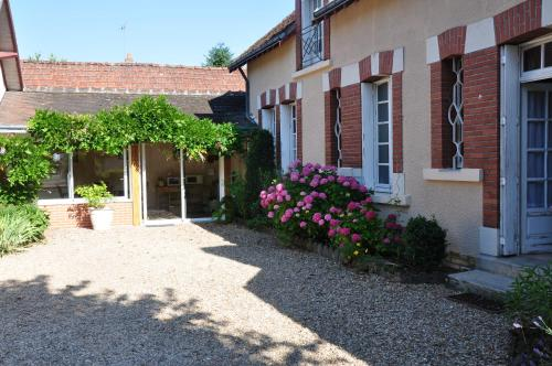 La Petite Tuilerie : Bed and Breakfast near Anjouin