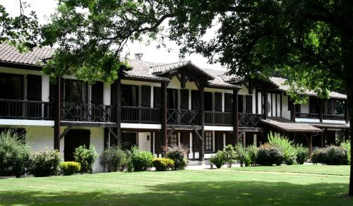 Auberge des Pins : Hotel near Liposthey