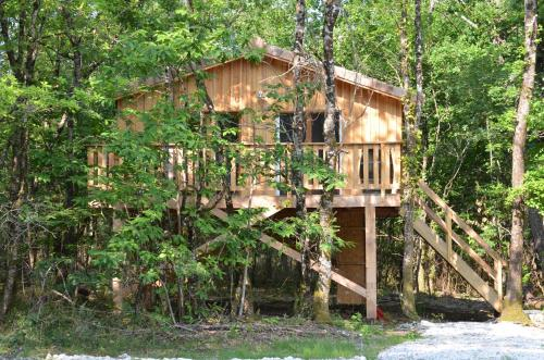 Les Cabanes De Sarah : Guest accommodation near Hostens