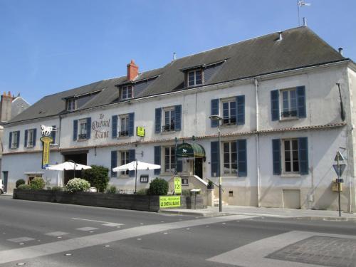 Logis Hostellerie Du Cheval Blanc : Hotel near Dangé-Saint-Romain