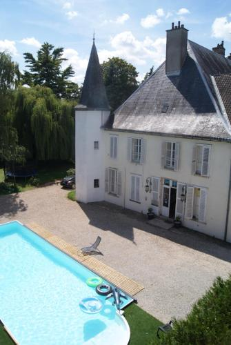 Château de Seurre : Geek's Castle : Bed and Breakfast near Saint-Aubin