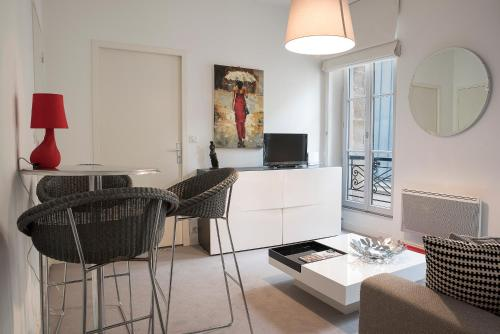 Sejourneur - Place du Chapelet : Apartment near Bordeaux