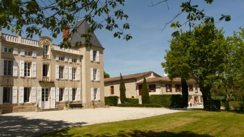 Château de la Bousquetarie : Guest accommodation near Cuq